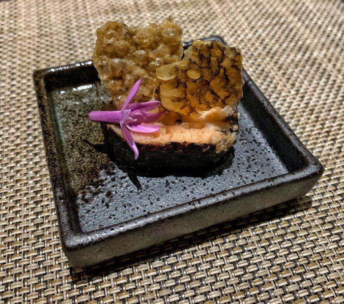 Otoshi - salmon roll with crispy salmon skin