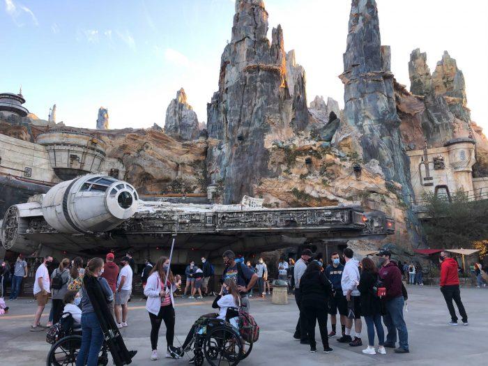 PHOTOS – Holiday Crowds Lighten Up at Magic Kingdom and Disney's Hollywood Studios