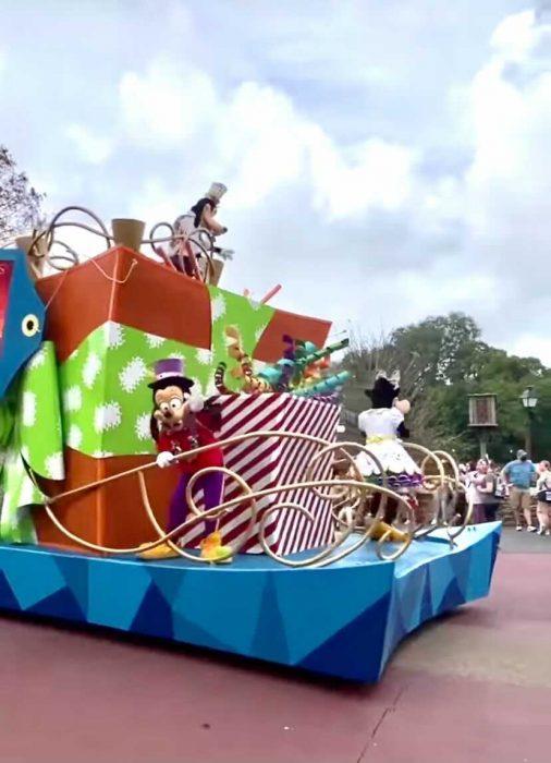 The Regular Disney Character Cavalcades are BACK at Magic Kingdom
