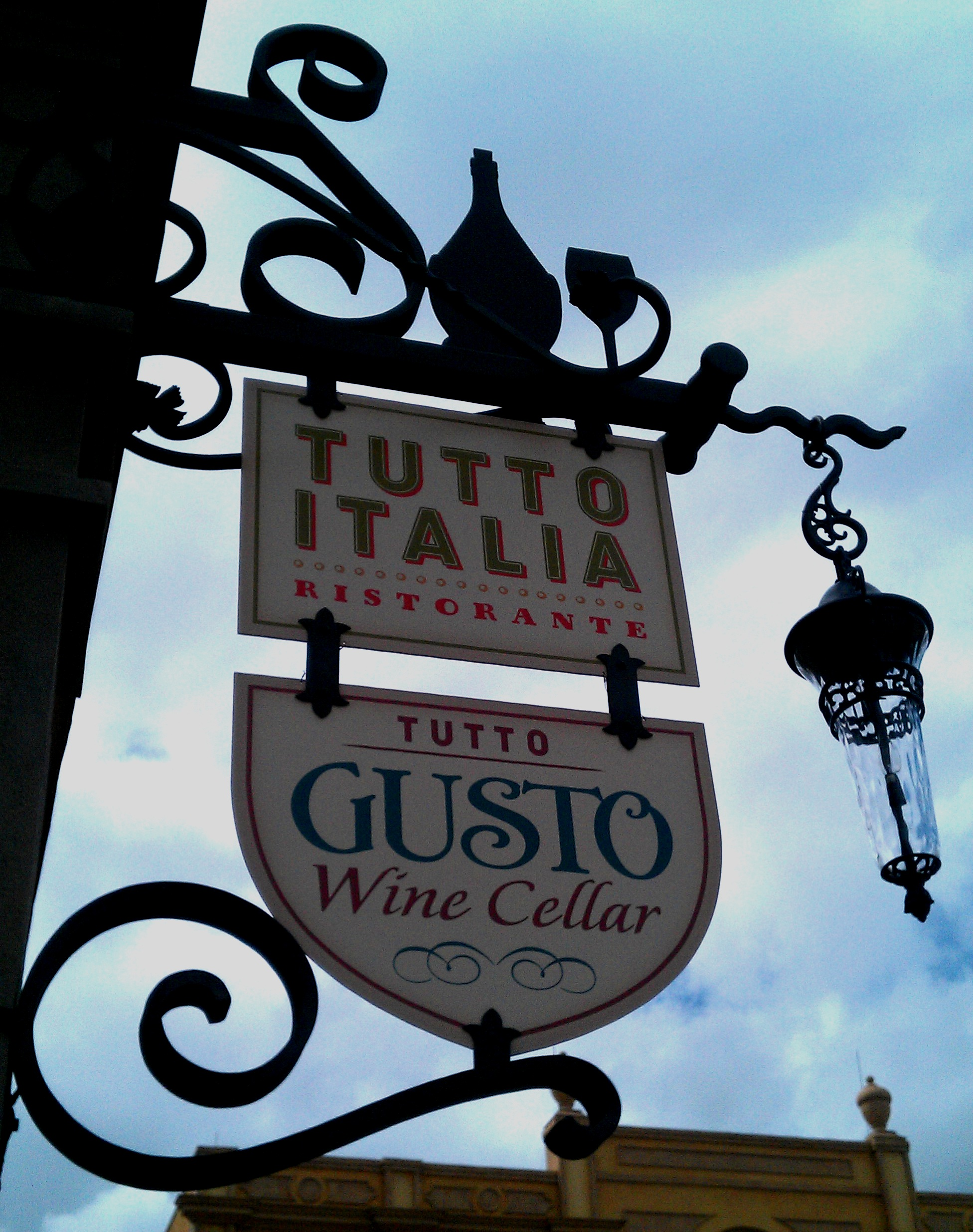 Tutto gusto wine cellar opens along with the renovated for Tutete italia