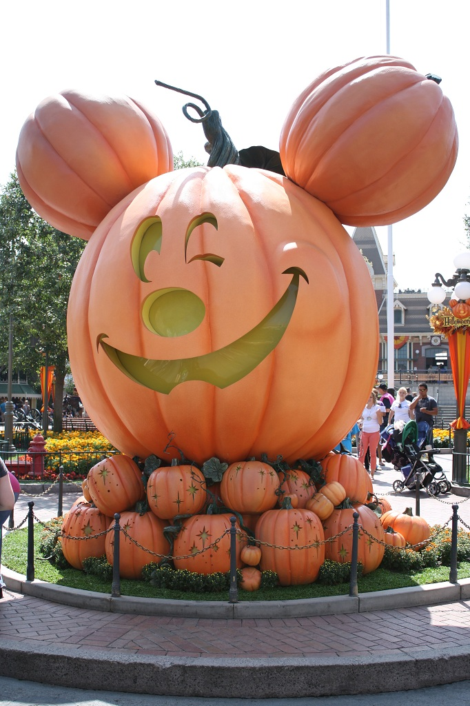What To Expect During A Halloween Cruise With Carnival: What To Expect From 2012's Mickey's Halloween Party At