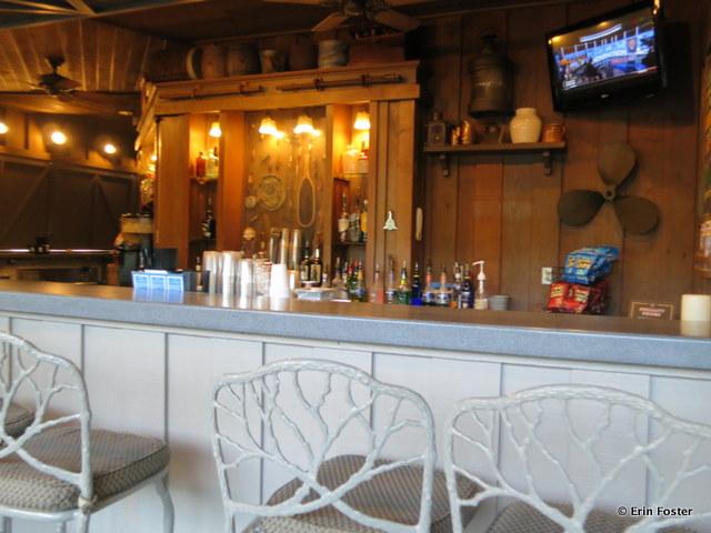 Port Orleans Riverside, Muddy Rivers pool bar