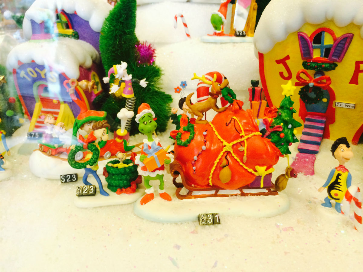 Universal Merchandise Review - The Grinch Christmas Village