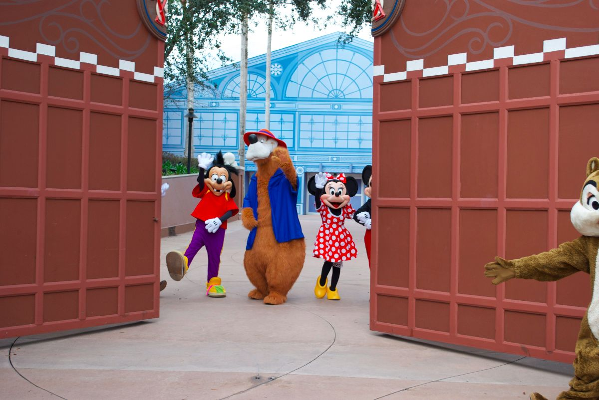 Gate Opening to Reveal Characters