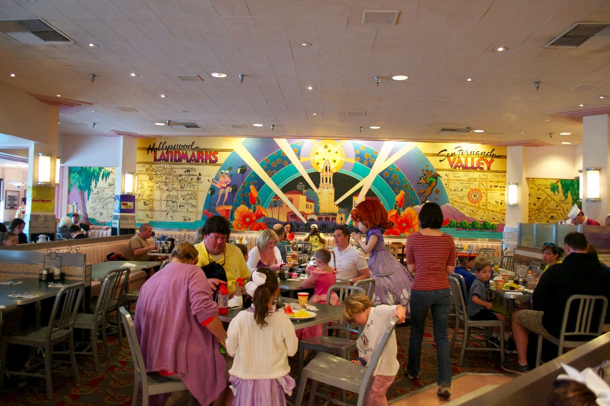 Play n dine at hollywood vine overview touringplans blog hollywood vine is one table service credit on the disney dining plan and unless you happen to be visiting during a pretty slow time of year m4hsunfo