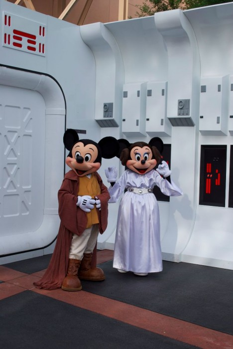 Jedi Mickey and Leia Minnie meet and greet guests.