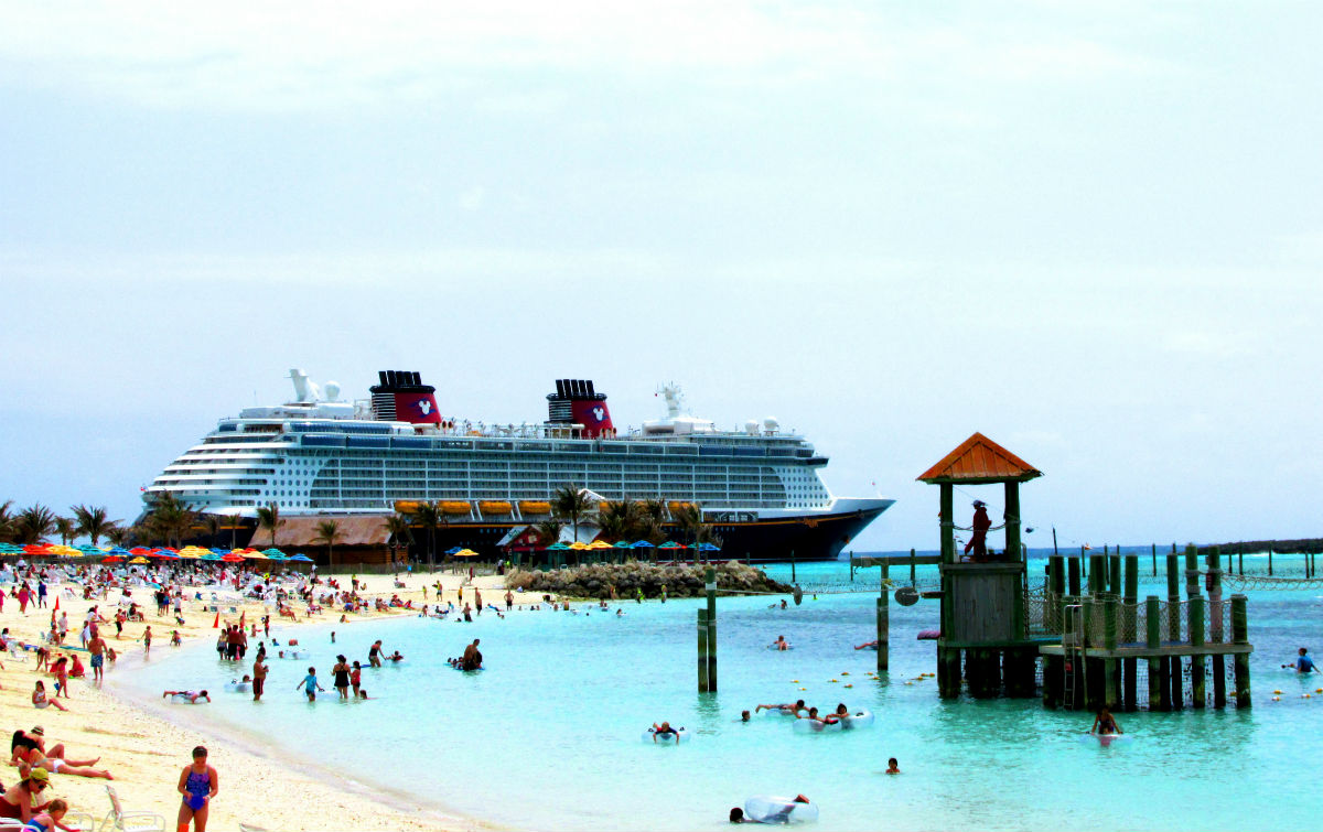 The Caribbean Island That Disney Fans Can't Get Enough Of ... |Castaway Cay Disney Cruise Line