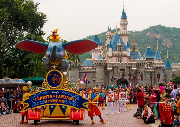 flights-fantasy-parade-lead-float