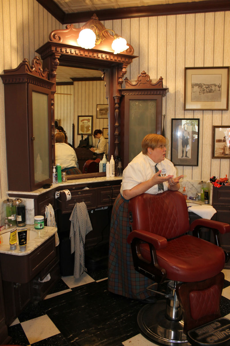 Old barber shop chairs - There Is Definetly An Old Time Feel At The Harmony Barber Shop