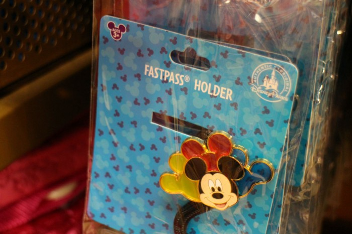 Outlets_fastpassholder2_daisy