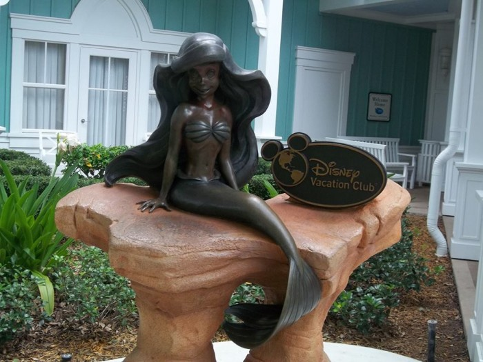 Beach Club Villas Ariel Statue