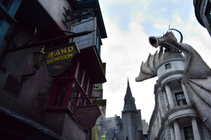 DiagonAlley_Dragon_glover