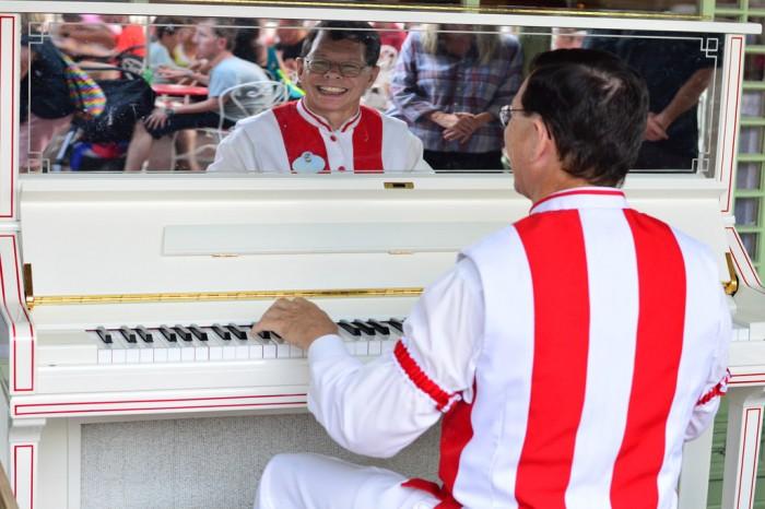 casseyscornerpianist_glover