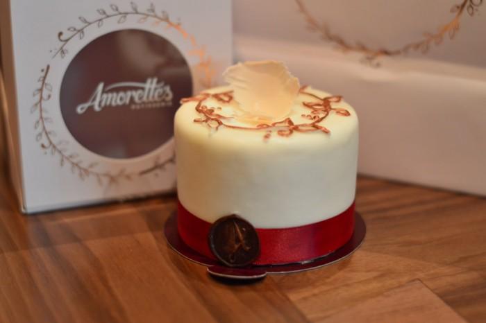 Amorettescake_glover