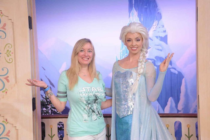 A closer look at disney worlds new anna and elsa meet and greet img1533 m4hsunfo