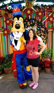 DCA Holiday Character - Viva Navidad Goofy