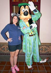 DCA Holiday Character - Buena Vista Street Goofy