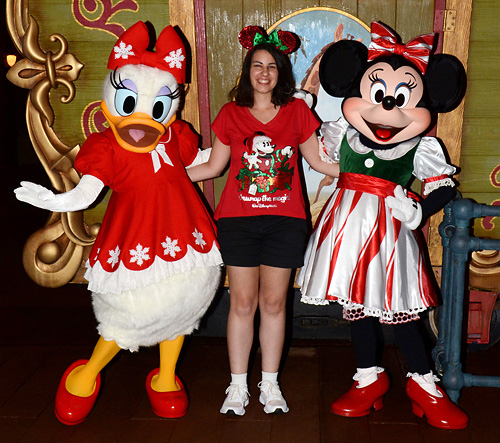 minnie and daisy at mickeys very merry christmas party