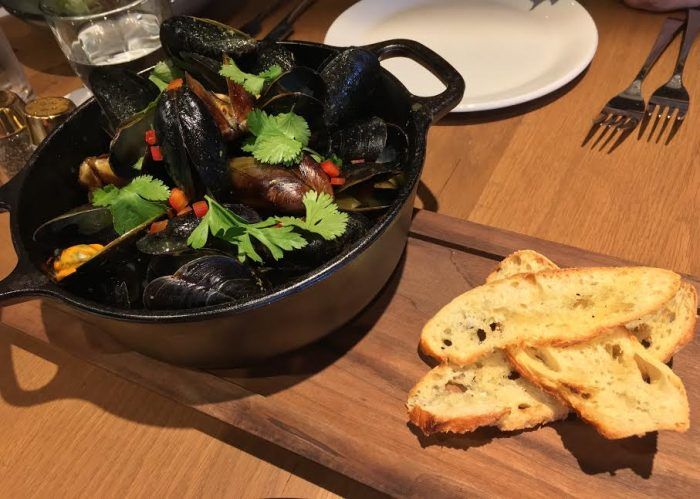 Maine mussels with yellow curry
